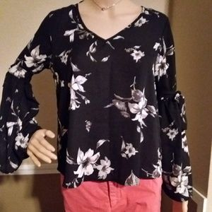 Black Floral Top beautiful Sleeves